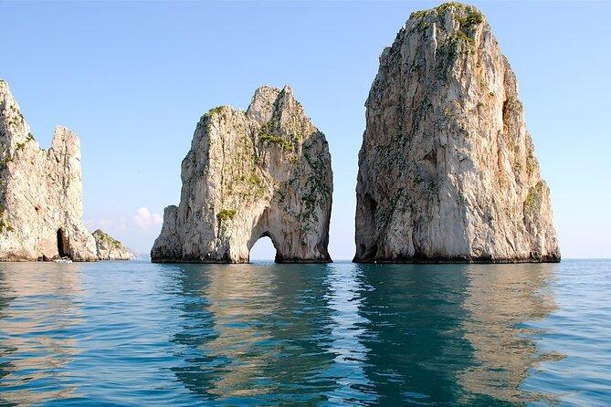 Private boat tour and land excursion in Capri