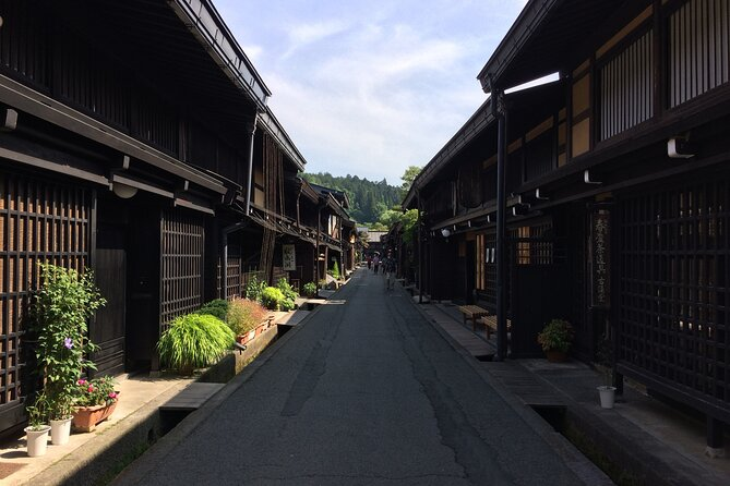 Takayama downtown online tour with expert guide