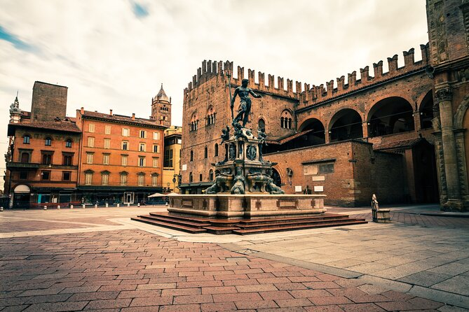 Bologna in 1 day by High Speed Train from Milan (Asinelli Tower & Food Tasting)