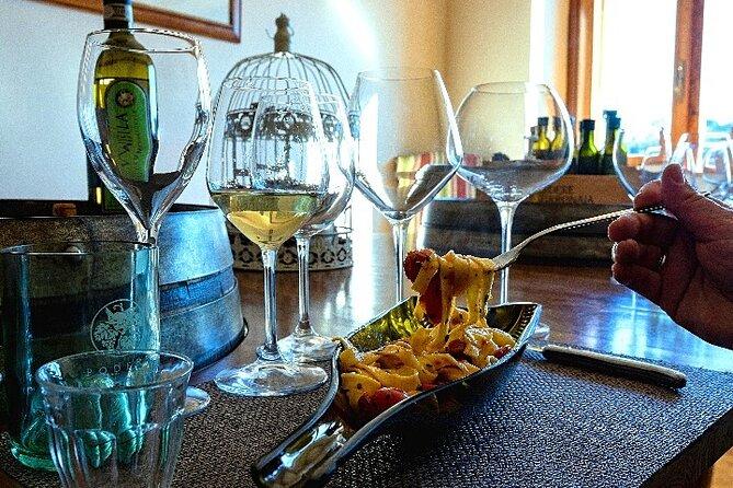 Wijngaardtour met wijn, olijfolieproeverij en Toscaanse maaltijd
