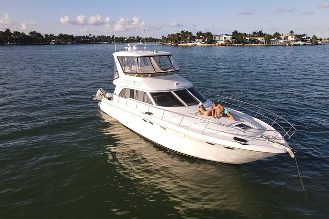 52' Yacht Private Miami Beach Tour and Party with Captain