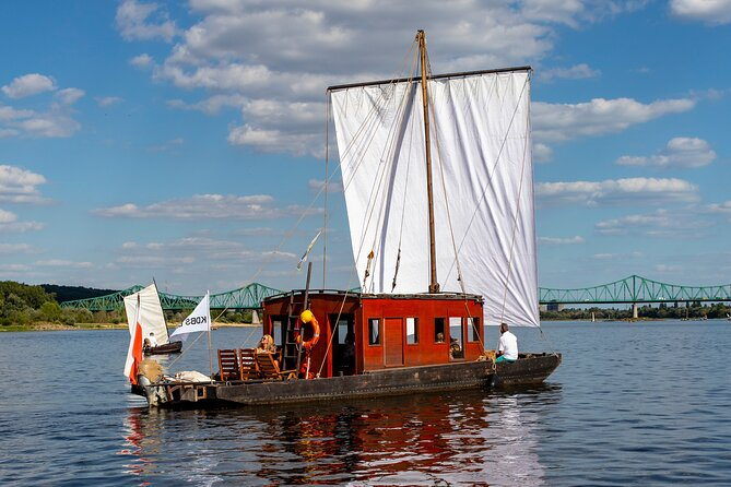 1 Hour Cruise by Traditional Ship