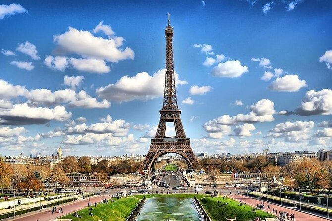 4 Day Guided Tour of Paris All Inclusive by Bus from Bologna