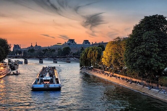 4 Day Guided Tour of Paris All Inclusive by Bus from Milan