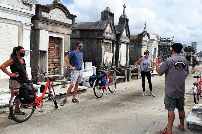 New Orleans' Garden District and Cemetery Biking Tour