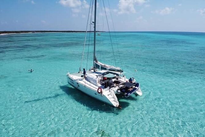 El Cielo reef by Catamaran with Beach Club