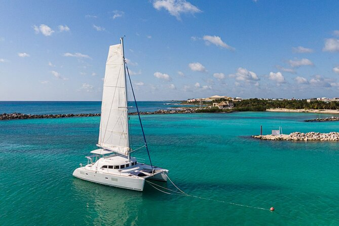 4-Hour Private 38' Catamaran Tour to Paamul Beach with Food, Open Bar & Snorkel