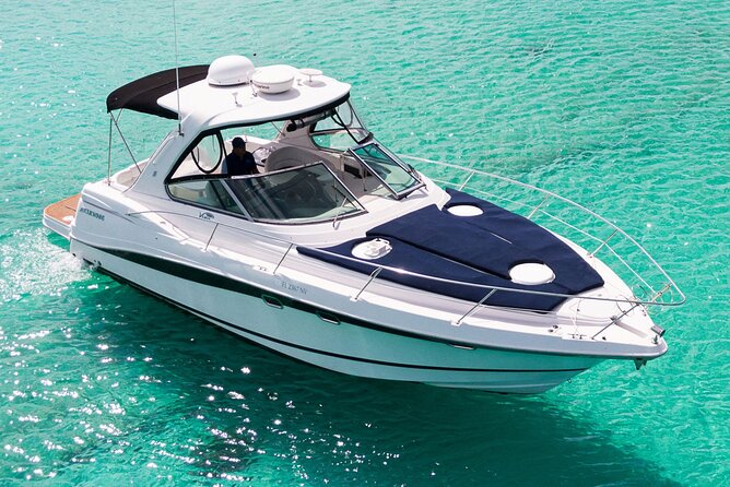 5-Hour Private 38' Yacht 2-Stop Tour to In-Ha reef with Food, Drinks & Snorkel