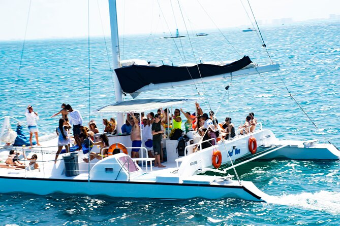 Amazing Tour to Isla Mujeres in a Catamaran with Open Bar