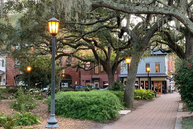 Self-Guided 'Old Squares of Savannah' Solo Walking Tour