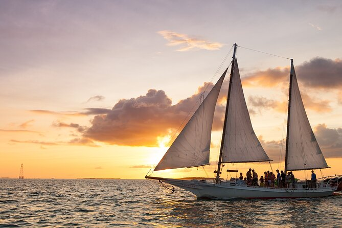 Private 2-Hour Wind and Wine Sunset Sail in Key West