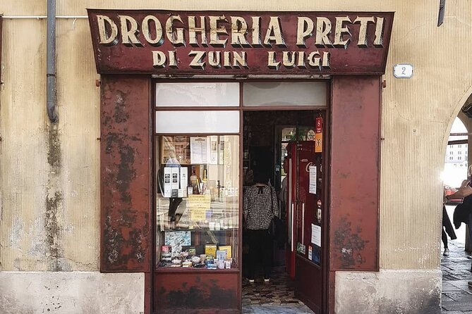 Small Group Walking Tour of Historic Shops in Padua