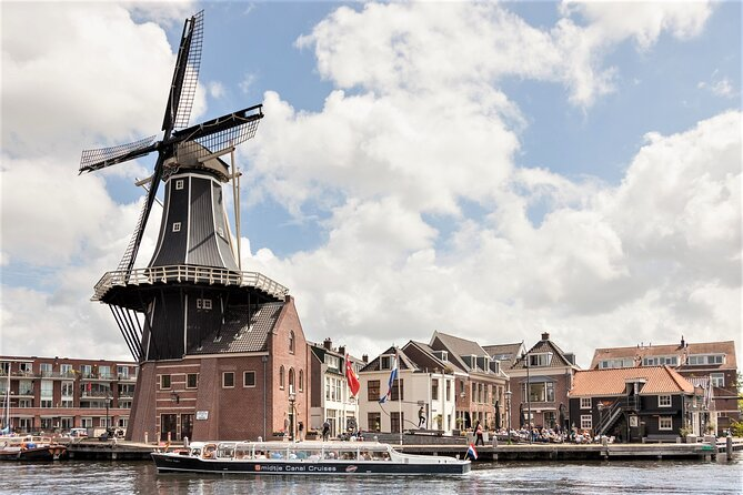 Haarlem: Canal Cruise Spaarne Mill to Mill