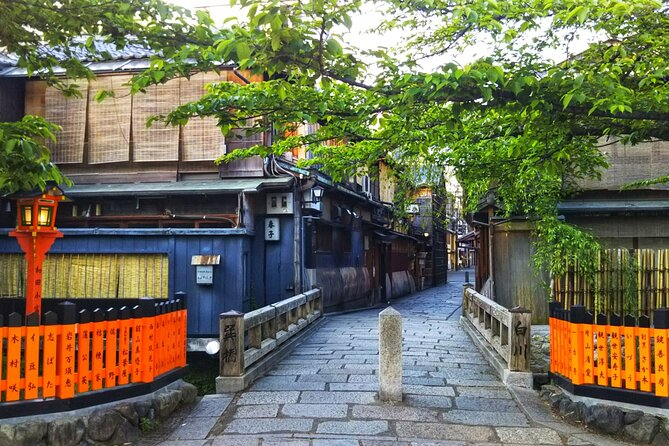 Livestream Virtual Tour of Kyoto Gion Area in Japan