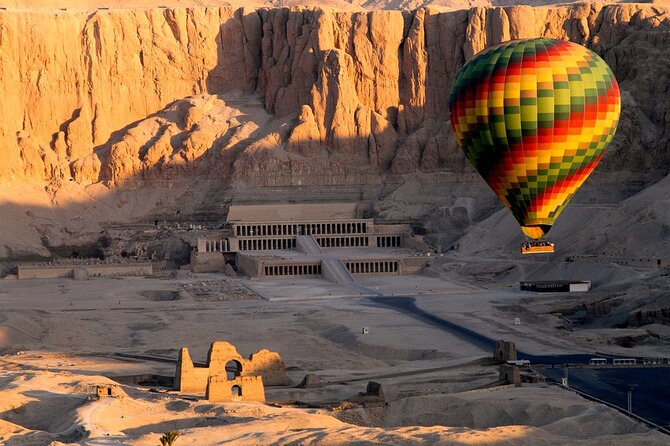 45-Minute of Amazing Sunrise Hot Air Balloon Over the Historical sites in Luxor