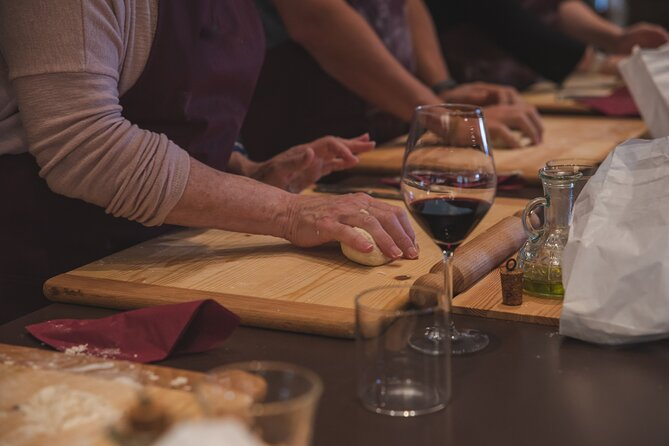 Montepulciano Area: Cooking class with wine tasting, lunch and guided tour