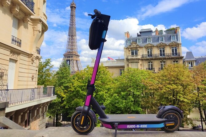 2h30 Audioguided Tour in Electric Scooter in Paris (App + GPS)