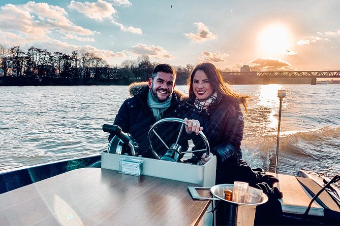 Romantic boat tour for 2 | Driving license-free to drive yourself