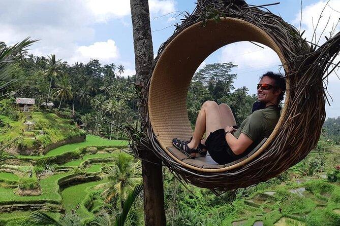 バリの伝統的な村々を巡る全日観光旅行 昼食付き