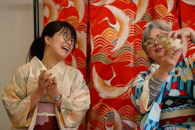 Te Ceremony i Kimono og spasertur rundt Shukkeien Garden eller Hiroshima Castle