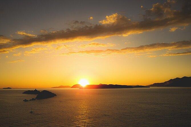 Group Tour: Golden Hour Catamaran Sunset Cruise