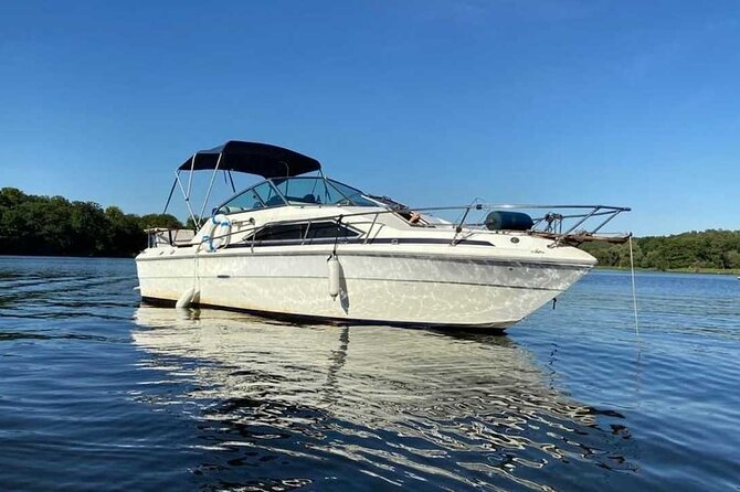 8-Hour Boat Rental Including Skipper Host and Fuel