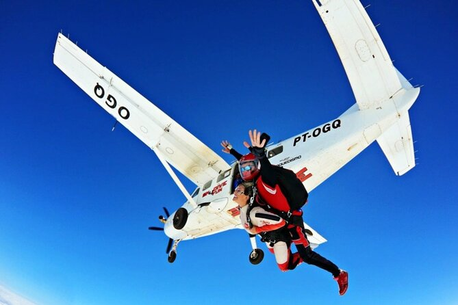 Full-Day Private Double Parachute Jump Experience in Boituva – (Skydiving)