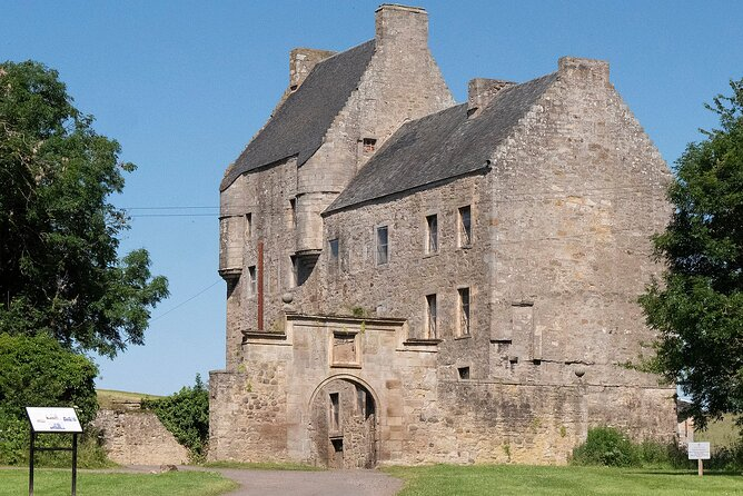 Jamie Fraser Outlander tour featuring Lallybroch from Private Tours Edinburgh