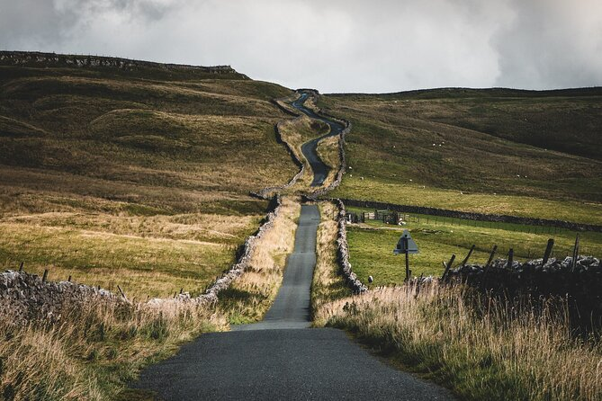 Self-guided Scavenger Hunt Tour - Yorkshire Dales (7 Days Private)