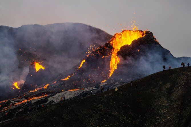 5 star volcano eruption hike, volcano tunnel and Blue Lagoon bath included