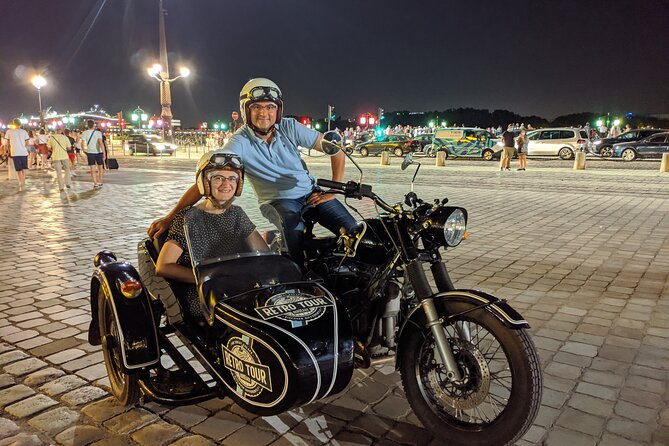 Private tour of Bordeaux at night in a sidecar
