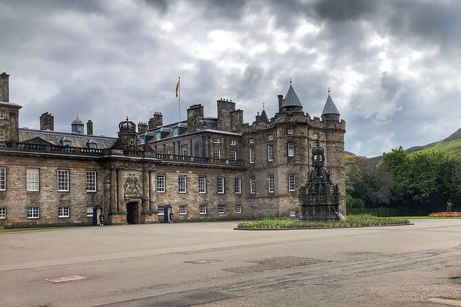 Edinburgh's Palace and Canongate Private Walking Tour