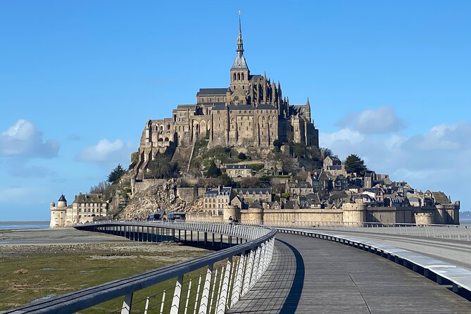 Mont Saint Michel / Bayeux, day tour with a licence local guide.