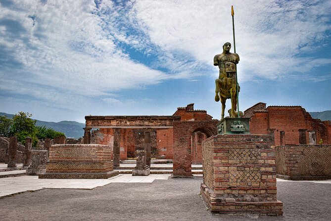 Full-Day Tour to Pompeii and Vesuvius with lunch from Naples