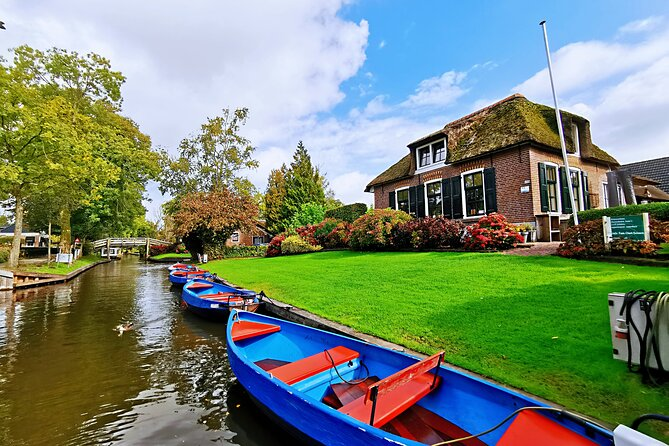 Giethoorn, Afsluitdijk, Zaanse Schans Day Tour on Mini VIP Bus