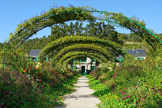 Monet's Giverny Village and Charming Gardens from Le Havre/Rouen