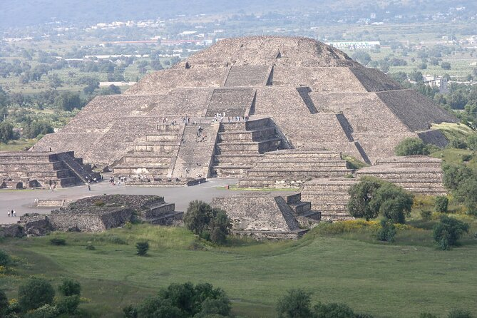 Historical downtown Mexico City & Teotihuacan Pyramids Mezcal tasting