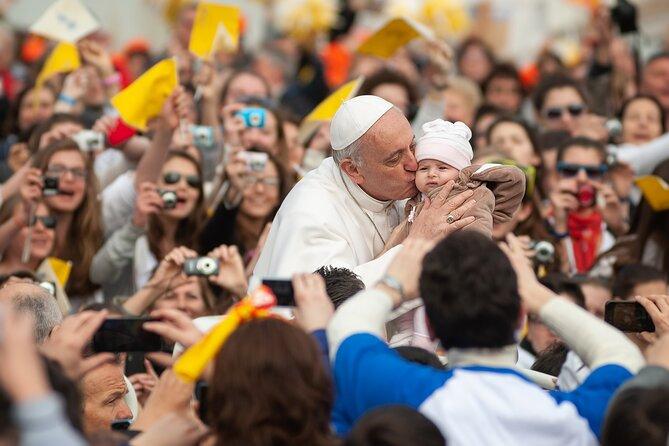 Halvdags pavelig publikum på Peterspladsen med en vejledning - Afhentning inkluderet
