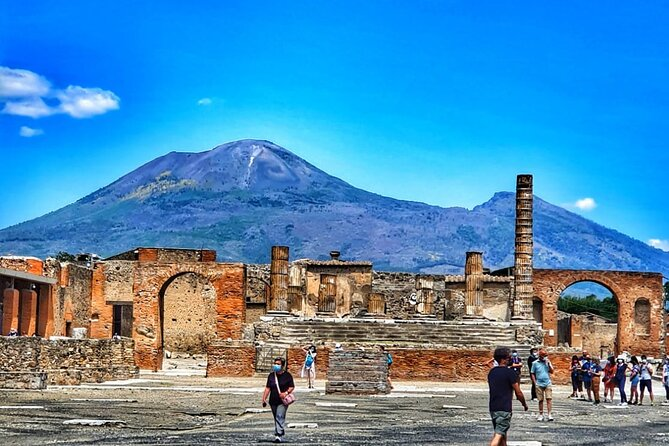 Guided Tour of Pompeii & Vesuvius with Lunch and Skip the Line tickets included