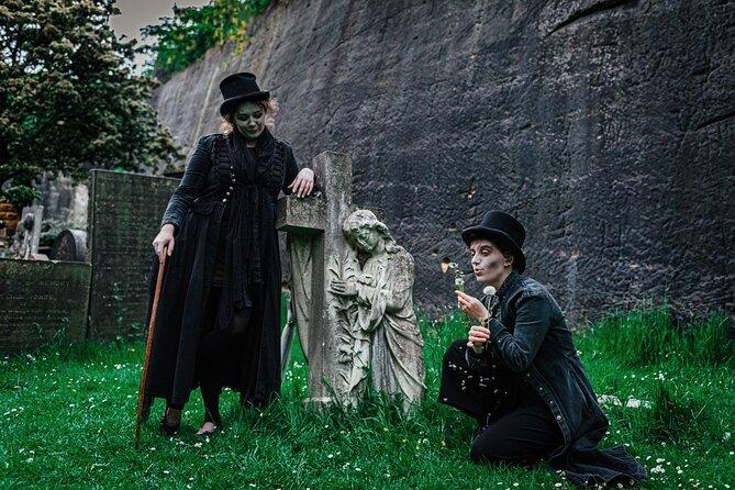 St James' Secret Garden Cemetery Tour in Liverpool