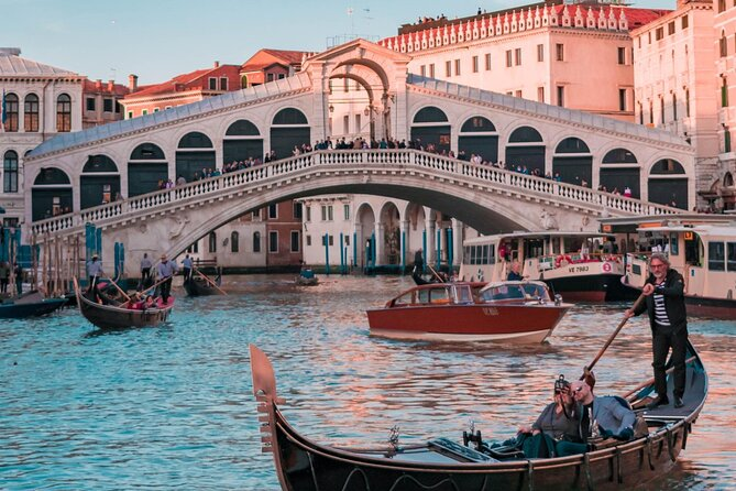 Semi-Private Secret Venice with Rialto market & Food and Wine Tour