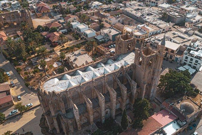 Excursión de un día privada a Nicosia Famagusta y Kyrenia con salamis y la abadía de Bellapais