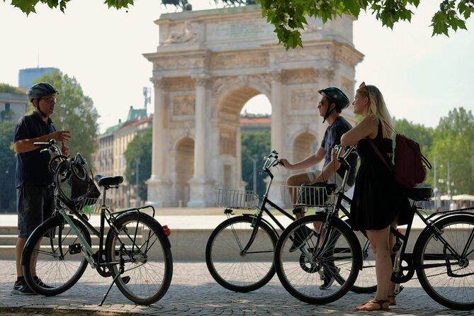 Private Bicycle Tour in Milan 3 hours