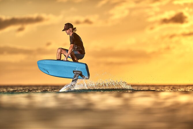 Surfing experience in an electric foil in Juan-les-pins