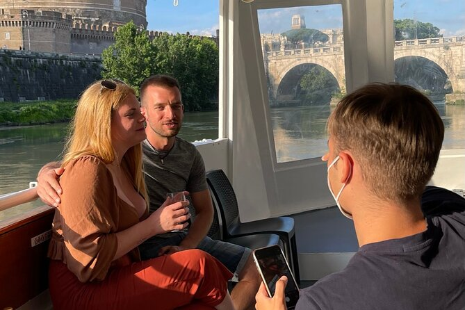 Boat trip with aperitif and dinner in an exclusive restaurant on the river