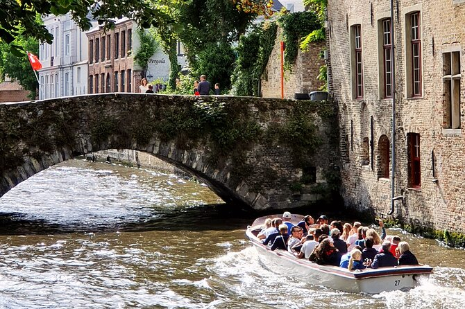 Boat trip on the canals of Bruges!