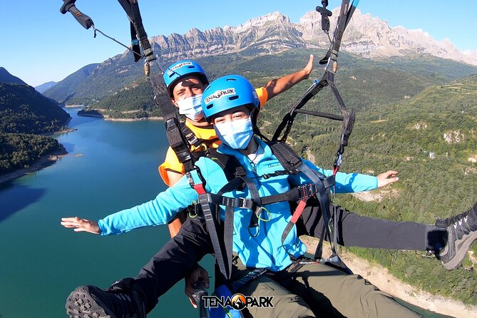 Tandem paraglider in the Pyrenees (Panticosa) + Video of the flight