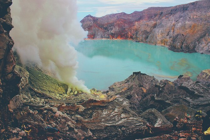 2-Day North Bali and East Java Tour with Ijen Blue Fire Trek