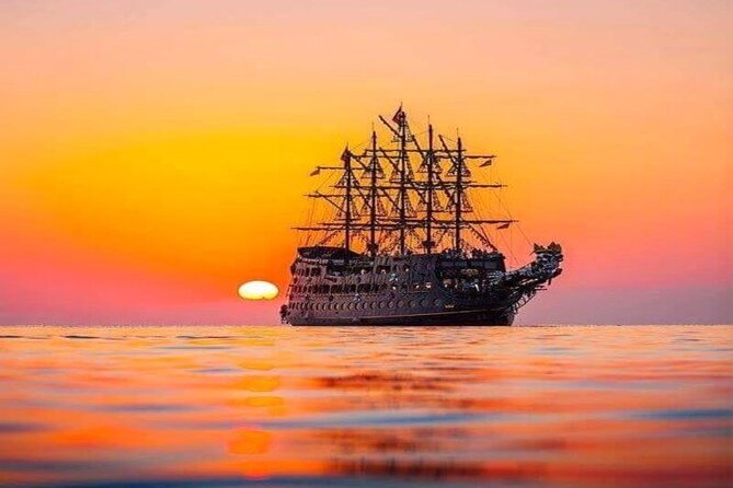 Sunset Boat Trip Along the coast of Alanya
