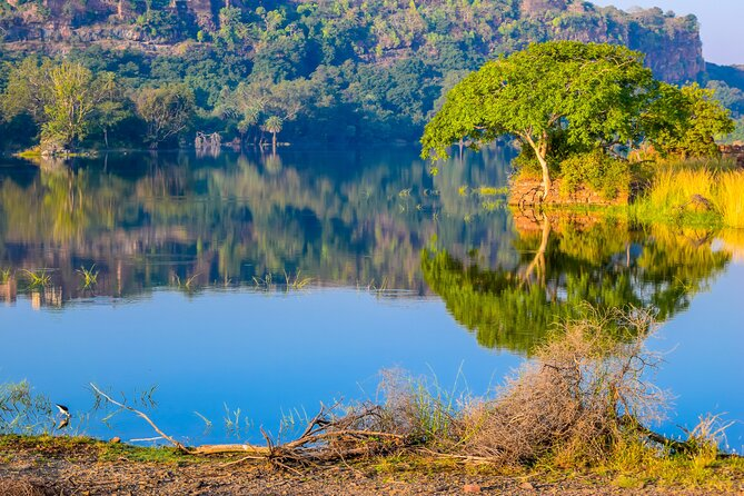 Explore Short Getaways around Jaipur (Guided DayTrip from Jaipur by AC Car)